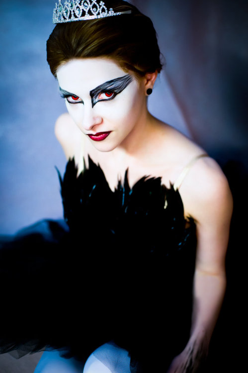 Black Swan from Black Swan (2010)Cosplayer: gwiishiePhotographer: ckdecember