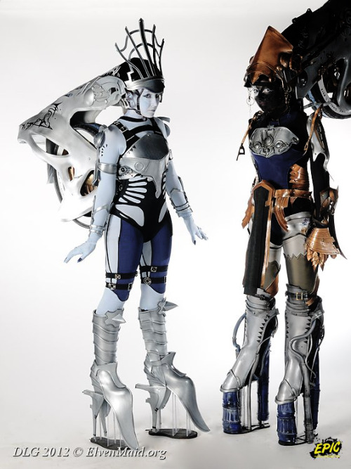 Nix (left) and Stiria (right) from Final Fantasy XIII  Cosplayers: Nikita [Web | deviantArt | Cosplay.com | Facebook] (Nix) and Sikay (Stiria)Photographer: Nakana Focus