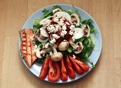 gaintheirjealousy:  Last night's dinner salad: Lettuce, ruccola, tomato, mushrooms, onion, feta cheese, grilled salmon and homemade dressing (poureed strawberries, olive oil, balsamic vinegar)