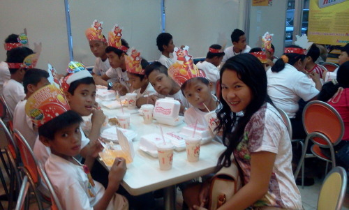 The kids love Jollibee!!!:)