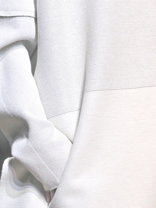 elegantcolor:    more minimalism/fashion here