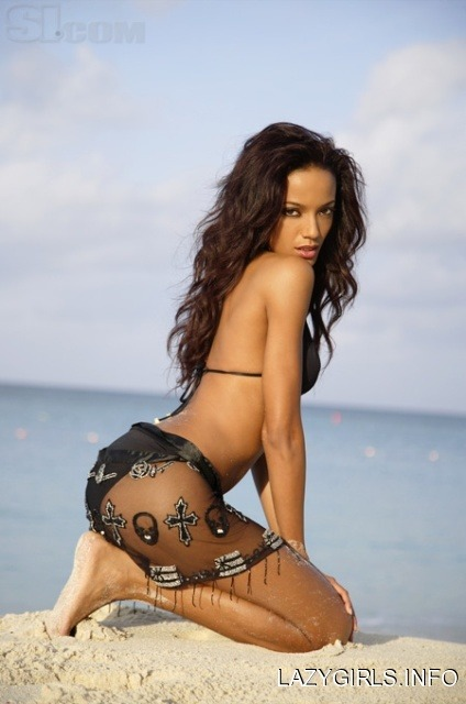 Selita Ebanks Selita Ebanks via lazygirls.info