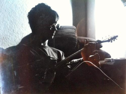fuckyeahmoz:  Johnny Marr writing Nowhere fast at Earls Court in 1984