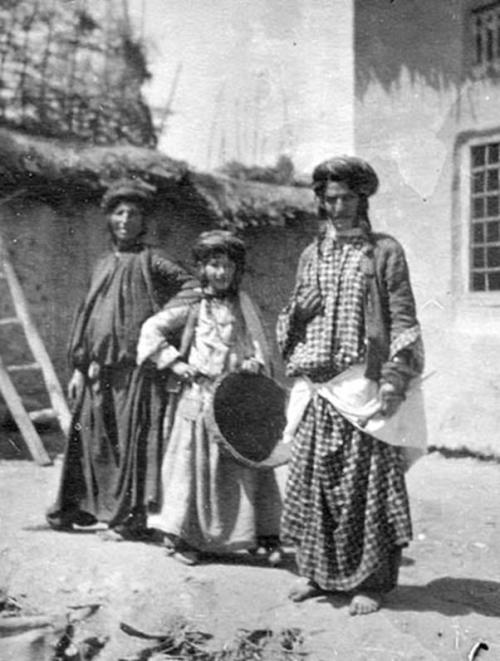 iraqisinfinite:  Iraqi Jews in Mosul, Iraq. Early 20th Century.