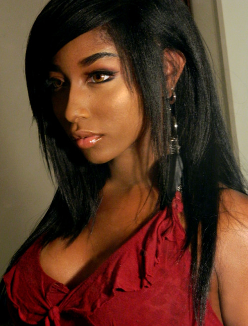 darkskinnedblackbeauty:  http://xiaoyu1.tumblr.com/  She's pretty.  Wonder where she got those contacts. *wonders if she cosplays*