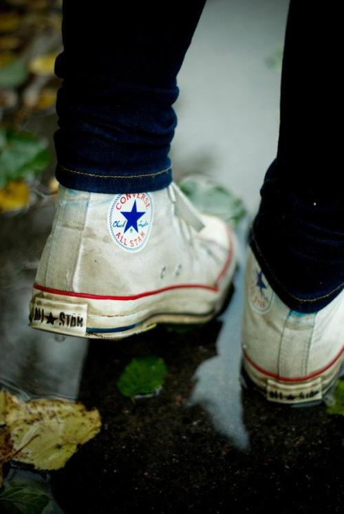 Girls in converse <333