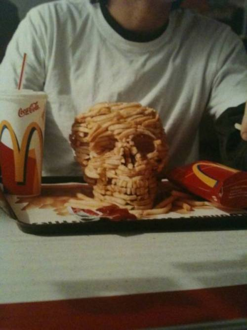 prettygirlfood:  Skulll made out of McDonalds fries!? Epic! More awesome food sculptures!