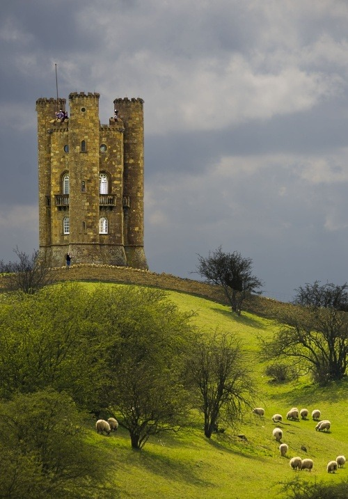 ghost-man-blues:  Broadway Towers, Worcestershire, England.