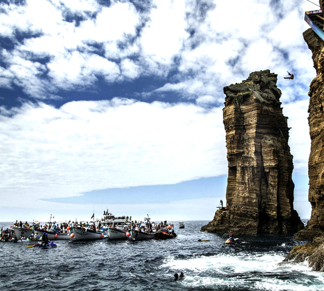 mr-friendly-awesomesauce:  Red Bull Cliff Diving competition in Açores, Portugal
