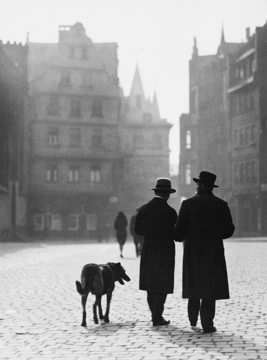 m3zzaluna:  römerberg, frankfurt, 1930 photo by dr. paul wolff