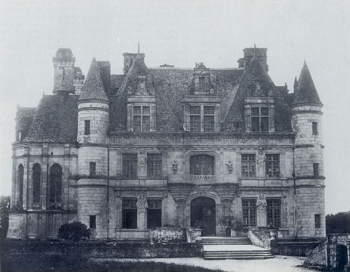 Northern facade of the château de Chenonceau, 1851, by Gustave Le Gray. (:Look at the statues:)