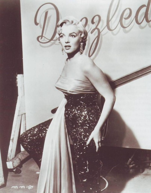 "#Marilynettes ~ ""l had onions at lunch, l had garlic dressing at dinner. But he'll never know. l stay kissing-sweet… ...the new Dazzledent way.''"