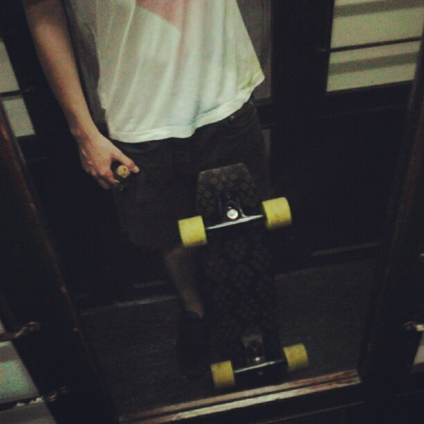 I've just arrived from a skate night ride with my Coffin and new trucks (instagram)