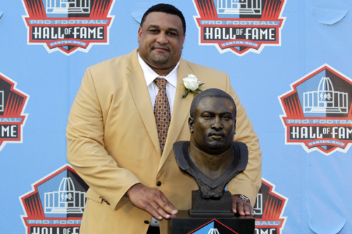 Congrats to former Saints OL Willie Roaf on his induction into the Pro Football Hall of Fame tonight in Canton! (AP Photo)