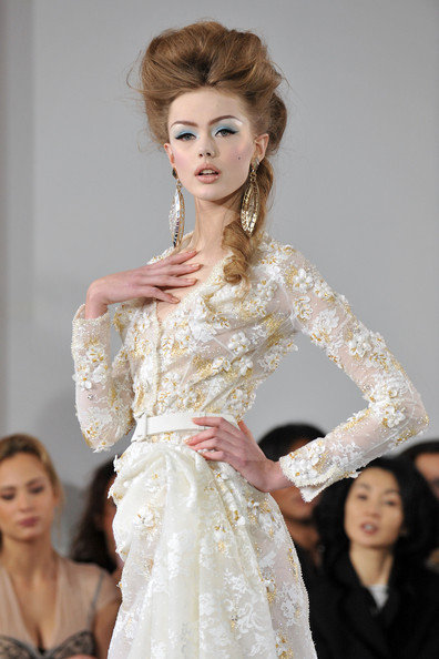 fuckyeahrunwayhair:  Frida Gustavsson for Christian Dior Haute Couture SS10