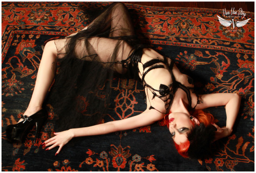 vivaspinups:  New work @ulorin_Vex in vintage dress $10 Make-up Margherita