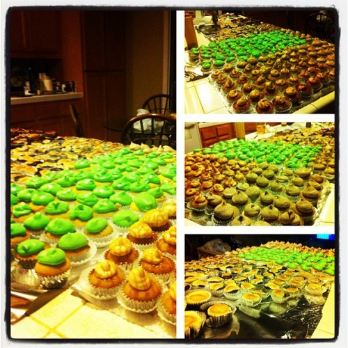Finally! After 5.5 hours of baking, 200+ mini cupcakes and a few regular ones are done!! Butterbeer, s'mores, churros, and coconut/pandan! @seansaintgabel @missnicolejoline #foodporn #nomnation #cupcakes (Taken with Instagram)