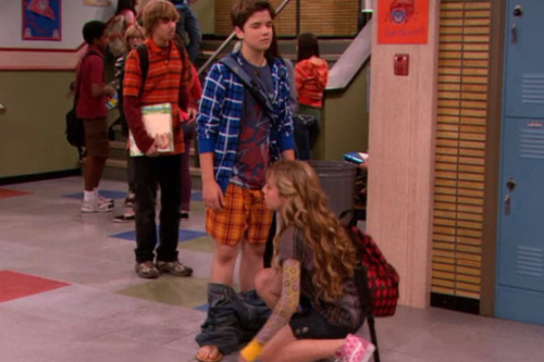 freddybenson:  clarkbaxtresser:  guys I'm never pausing icarly again what the fuck is happening here  shes about to suck me off that's whats happening here