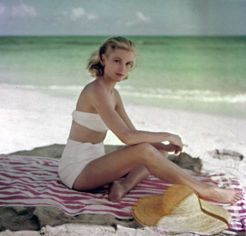 suicideblonde:  Grace Kelly