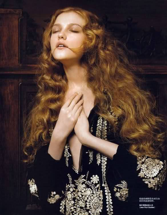 suicideblonde:  Vlada Roslyakova photographed by Pierluigi Maco for Vogue China, January 2007