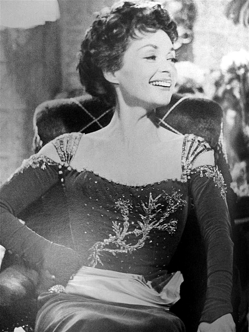 almostblackandwhite:   Lilli Palmer in 'Feuerwerk' (D 1954) - her first german film