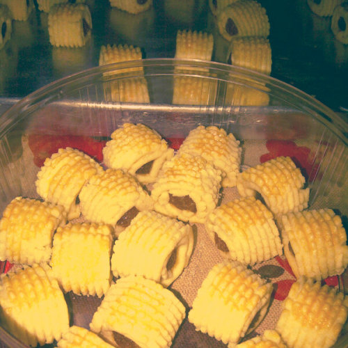 kuih raya #pineappletart (Photo taken and uploaded via MOLOME )