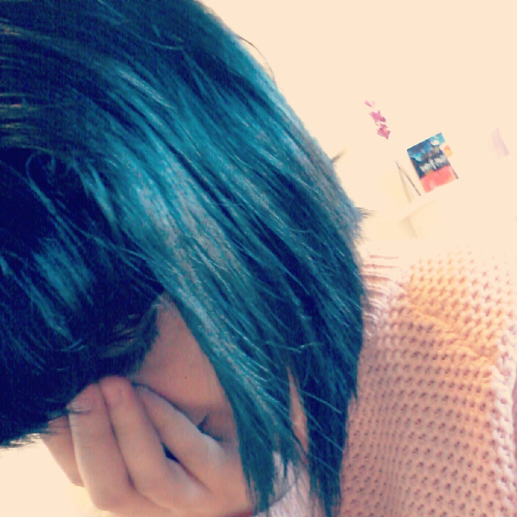 My hair looked blue today aw. I wish it was this colour