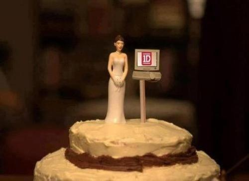 ohmygosh. it's every tumblr directioner's wedding cake.