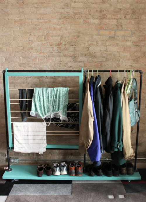 homeandinteriors:  Small room ideas DIY Clothes rack - more info and instructions: DIY Coat Rack from Split The Lark