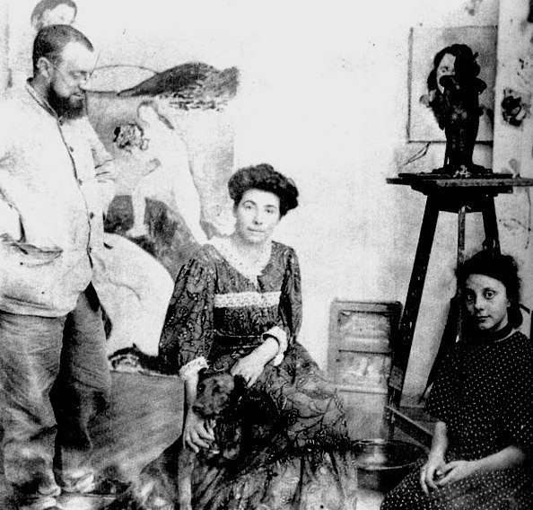 Matisse in his studio at Collioure in 1907, with his wife Amélie and his daughter Marguite. Behind Matisse is Le Luxe I.