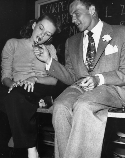 smokingissexy:  Judy Garland and Frank Sinatra