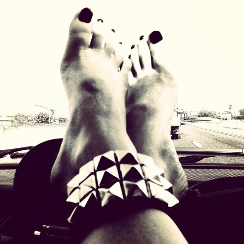 #street #enamel #studs #feet #car going to #anzio #latina #italy  (Scattata con Instagram presso Stadio Baseball)