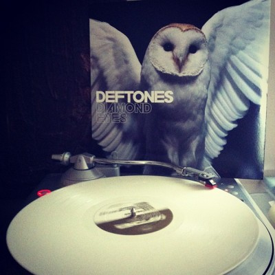#nowlistening to #deftones 'diamond eyes' LP in creamy white vinyl. #vinyl #vinyligclub #records #LPs #nowplaying  (Taken with Instagram)