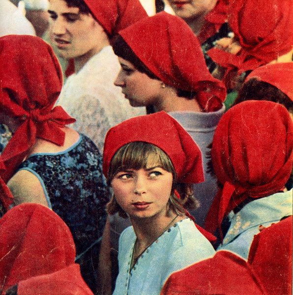 zimnoye:  Red scarves. USSR, 1981.  B.
