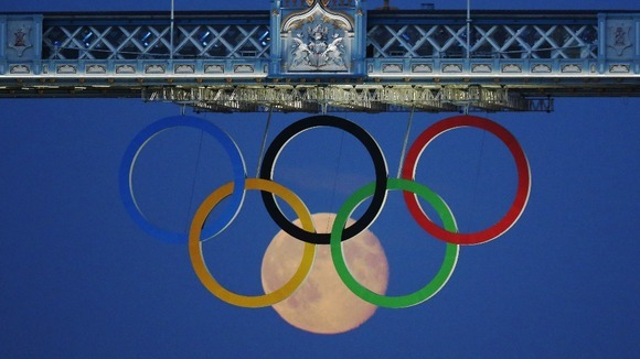 merelygifted:  (via Full moon rises through Tower Bridge's Olympic Rings - ITV News)