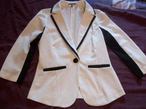 got this casual blazer at Charlotte Russe yesterday~ :3 I want more colors of these now *w*