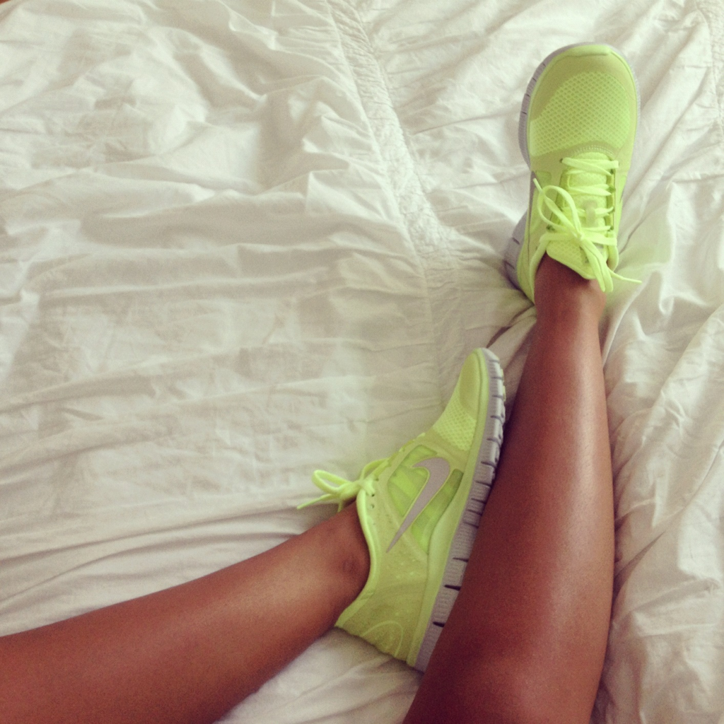 everythingyoulovetohate:  The Internetz luv Vanessa's kicks.