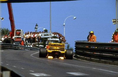 toutes directions …Nelson Piquet, Camel Lotus-Judd 101, 1989 Monaco Grand PrixPiquet's years at Lotus were far from good, never able to score a win, not even a podium in his 2nd year, partially due to the lack of power from the Judd V8that only happened in his debut full season in 1979, after his 2 years at Lotus he switched to the Benetton team, scoring 3 wins before retiring in 1991