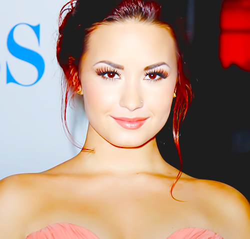 prettylittlenicolly:  [PHOTO] Demi Lovato [@ddlovato] on People Choice Awards 2012 » [Januray/11 • 2012] • 01
