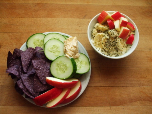 garden-of-vegan:  blue corn tortilla chips, cucumbers, hummus, apple, almond silken tofu with banana apple, and hemp hearts