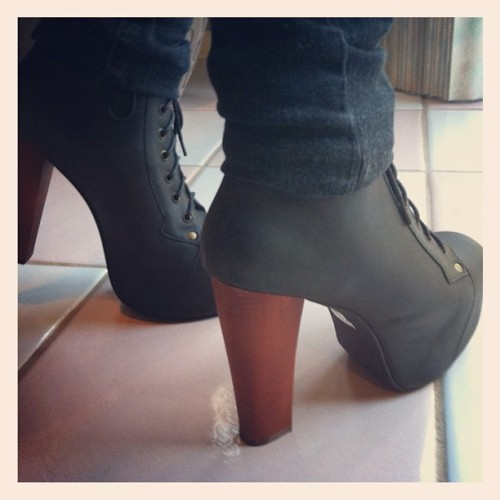 Ugh im in love with this height #litas #shoes #jeffreycampbell (Taken with Instagram)