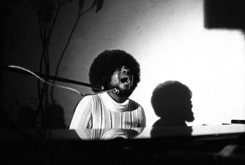 Billy Preston - fine soul and r&b keyboardist and singer/songwriter - Sep. 2, 1946 - 2006 Photo: Billy Preston, 1971 (via musicboys)