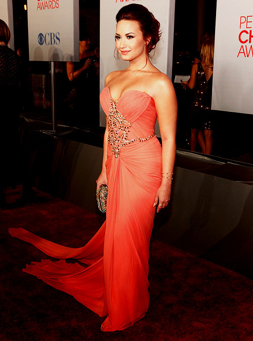 prettylittlenicolly:  [PHOTO] Demi Lovato [@ddlovato] on People Choice Awards 2012 » [Januray/11 • 2012] • 02