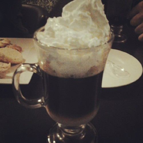 Coffee time #coffee #dinner #friends #wiskey #late #drink (Tomada con Instagram)