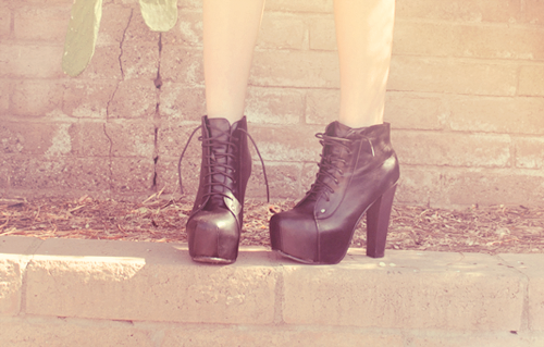 letstravelaroundtheworld:  letstravelaroundtheworld My dream shoes.