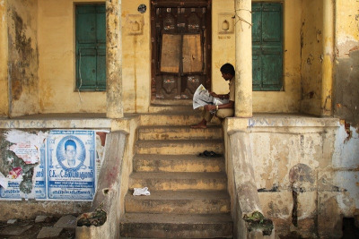 v-agabonds:  The reader. India (by fredcan)