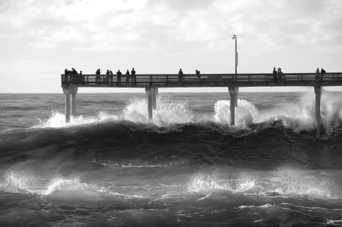 Ocean Beach Pier during an offshore storm 01/2010.