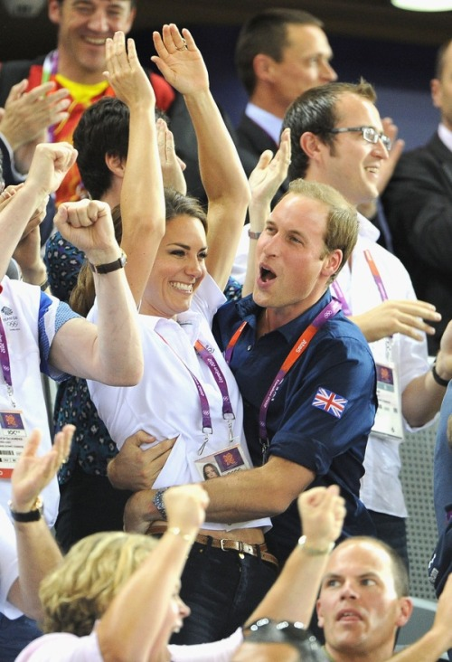 stylecalling:  OLYMPIC FEVER  Love this photo of the Royal couple at the Olympics