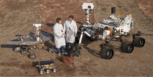 transparentcommunity:  Look how huge Curiosity is compared to past Mars rovers!!!