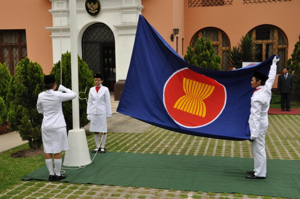 asean-org:  Flag hoisting ceremony of ASEAN, Indonesian Embassy, Lima, Per